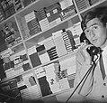 Sjaak Swart telefoneert in zijn sigarenzaak, Bestanddeelnr 918-3597.jpg