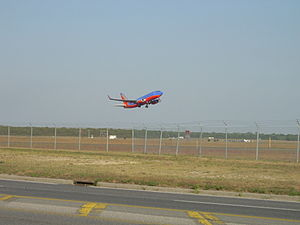 Long Island MacArthur Airport - A Southwest Airlines Boeing 737-700 departing on Runway 24