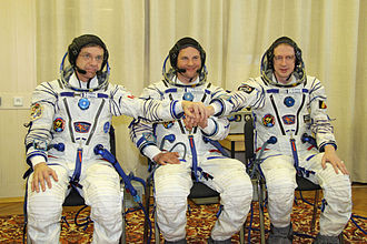 Robert Thirsk - The Soyuz TMA-15 crew: Left to right:  Thirsk, Roman Romanenko, Frank De Winne.