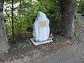Stèle Indepentant WHO 1.jpg