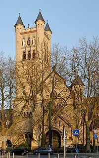 St. Antonius in Duesseldorf-Friedrichstadt, von Nordwesten.jpg