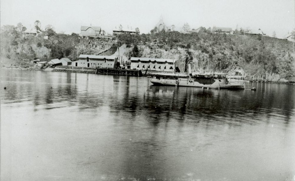 StateLibQld 1 126315 Naval Stores at Kangaroo Point, seen from across the Brisbane River