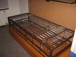 Steel bed heteka.JPG