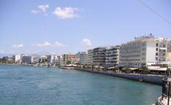 Άποψη του λιμανιού της πόλης