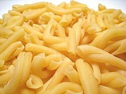 https://upload.wikimedia.org/wikipedia/commons/thumb/f/fc/Strozzapreti_Pasta.JPG/250px-Strozzapreti_Pasta.JPG