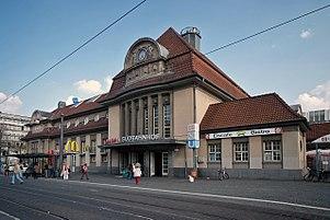 Suedbahnhof Ffm Bahnhofsgebaeude.jpg