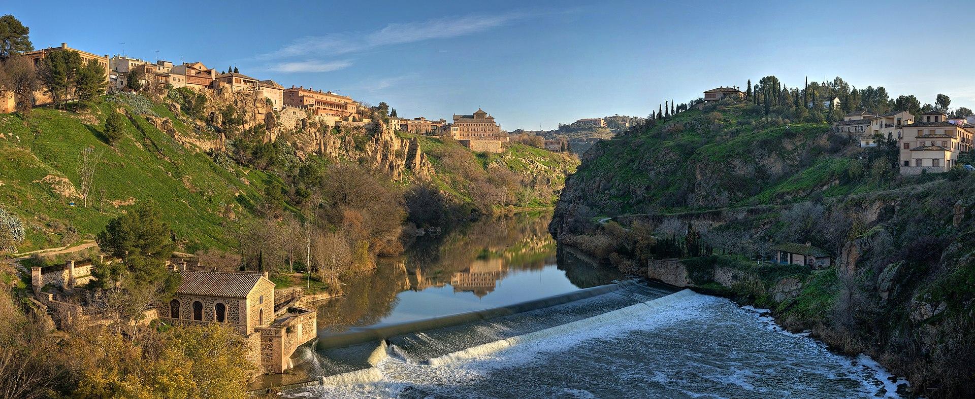Tagus River Panorama - Toledo, Spain - Dec 2006.jpg