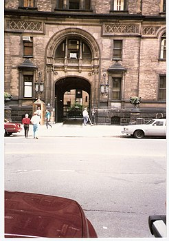 The Dakota Jul 1988.jpg