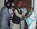 The President, Smt. Pratibha Devisingh Patil receiving a Saropa, on the occasion of Guru Nanak Jayanti, in New Delhi on November 24, 2007.jpg