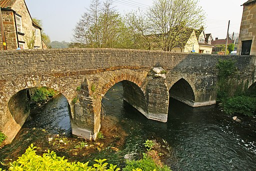 The old bridge Pensford - panoramio
