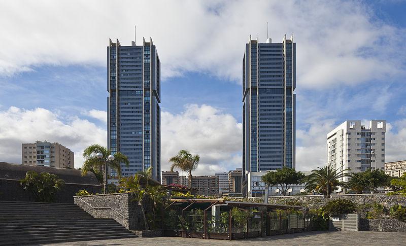 File:Torres de Santa Cruz, Santa Cruz de Tenerife, España, 2012-12-15, DD 01.jpg