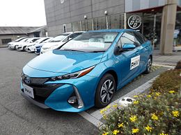 Toyota PRIUS A PREMIUM (DLA-ZVW52-AHXHB) front.jpg