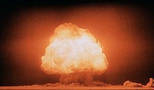 Trinity (nuclear test) - Image: Trinity Detonation T&B