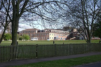 Trinity Catholic School - Image: Trinity School, Guy's Cliffe Avenue, Leamington Spa geograph.org.uk 1229265