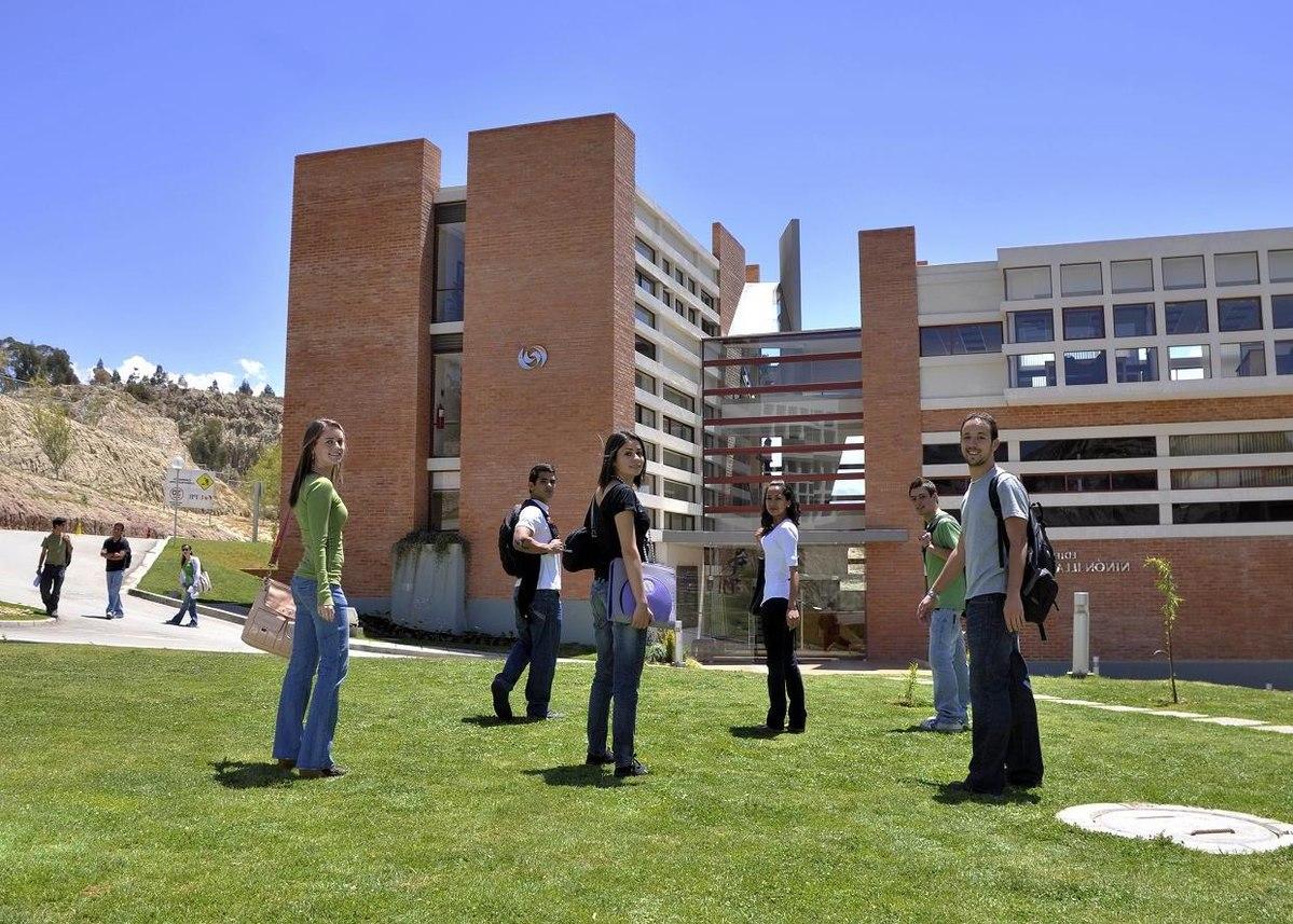 Detras de la universidad - 3 2