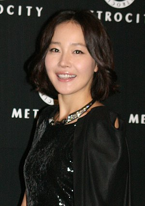 Uhm Ji-Won aht the 2010 Metrocity fashion show & party 017 (cropped).jpg