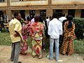 Une vingtaine d'électeurs devant un bureau de vote (Collège Alfajiri) à deux heures de la clôture (6424786459).jpg
