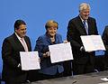 Unterschrift des Koalitionsvertrages der 18. Wahlperiode des Bundestages.jpg