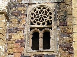 Ventanita de la Iglesia de San Miguel de Lillo , Oviedo, Asturias.JPG
