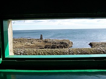 English: View of rocks from bird watching hide.