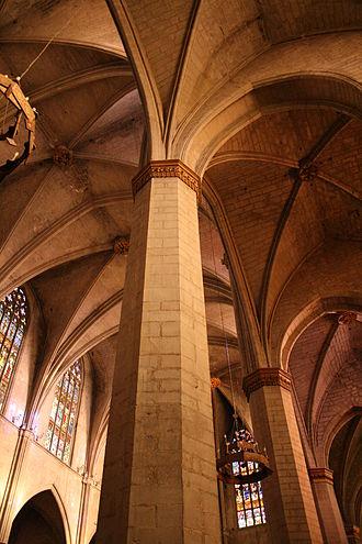 Santa Maria, Manresa - Gothic vaults in the interior.