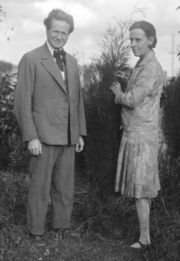 Marion Mahony Griffin (right) with Walter Burley Griffin