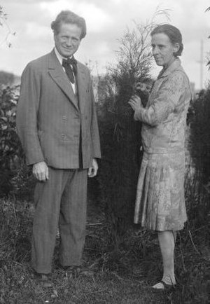 Walter Burley Griffin - Portrait of Walter Burley Griffin and Marion Mahony Griffin, Castlecrag, Sydney, July 27, 1930, National Library of Australia
