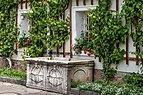 Wernberg Klosterweg 2 ehem. Schloss Arkadenhof Brunnentrog um 1575 14062018 5923.jpg