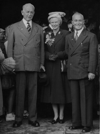 Willoughby Norrie, 1st Baron Norrie - Sir Willoughby and Lady Norrie with Mayor H. H. Podmore during a visit to Foxton, New Zealand, April 1954