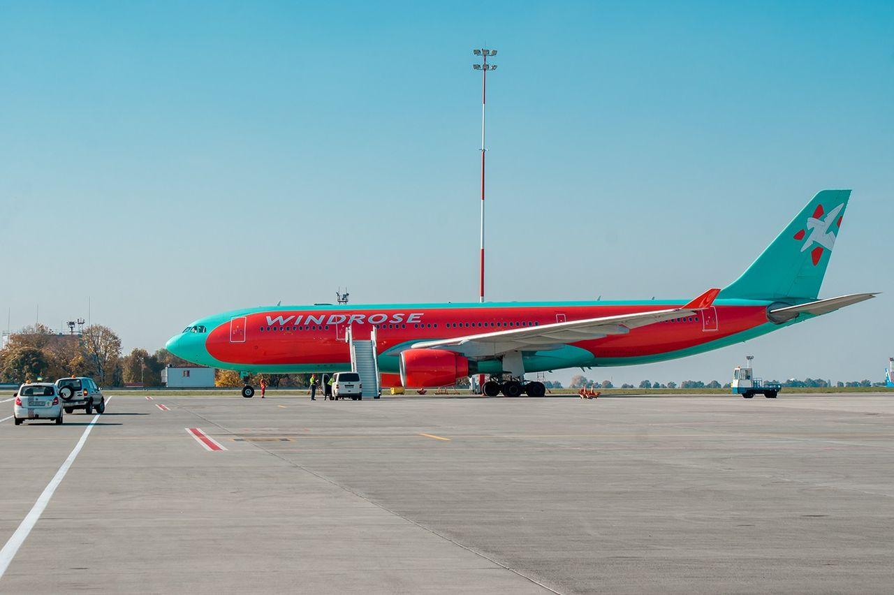 а 330 300 самолет схема салона