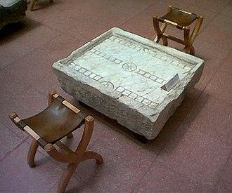 Ludus (ancient Rome) - Gaming table for ludus duodecim scriptorum