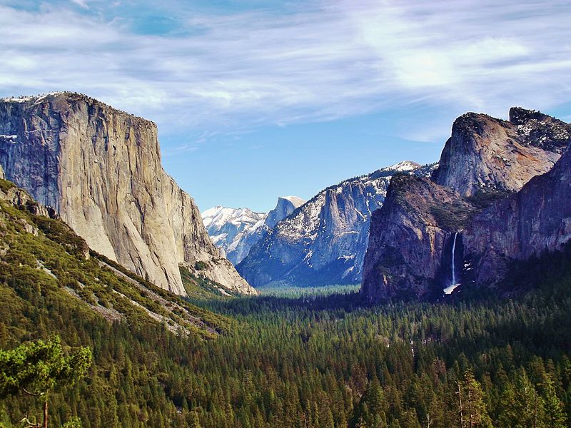 Файл:Yosemite Valley from Wawona Tunnel view, vista point..JPG