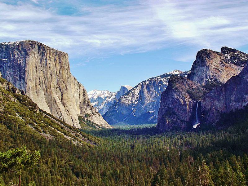 800px Yosemite Valley from Wawona Tunnel view, vista point.