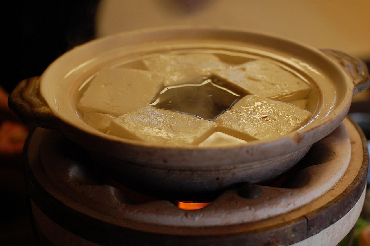 التوفو الياباني المسلوق في حساء (Yudofu) | عبر ويكيميديا