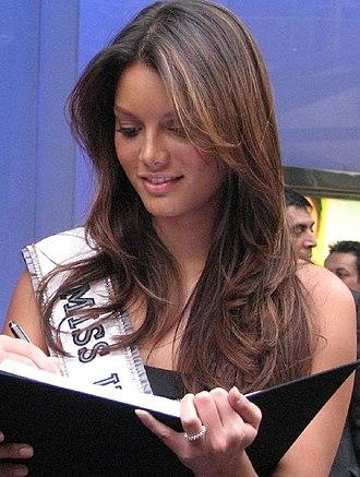 Despacito - 2006 Miss Universe Zuleyka Rivera co-starred in the music video.