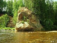 Naturo en Gauja Nacia Parko, Latvio.