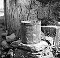 """""""Desetak"""", lesena posoda - mera drži 9 kg - v mlinu, Lozice 1958.jpg"""