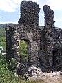 Залишки найвищої стіни колишньої середньовічної фортеці Канків.jpg