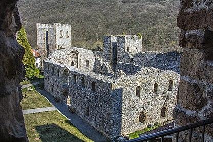 Манастирска трпезарија