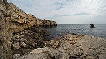 Скалистый берег возле Большого Атлеша.jpg