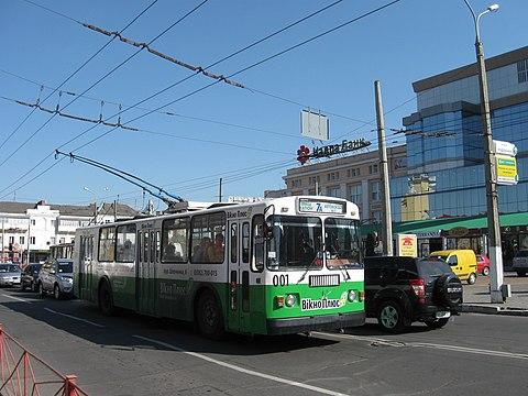 Хмельницький тролейбус № 7а в центрі міста e36830a2b7f60