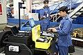 مفتش جمارك في مطار دبي يستخدم سيارة الكاشف.jpg