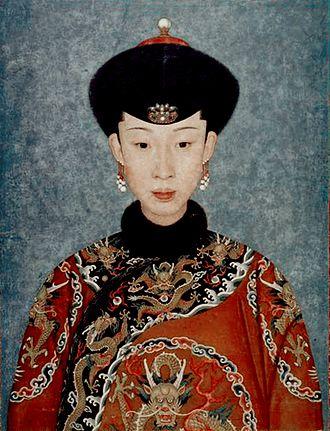 Empress Xiaoyichun - Image: 孝仪纯皇后吉服像