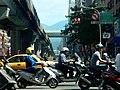 機車駛過忠孝復興路口/motors passing Zhongxiao-Fuxing ITC - panoramio.jpg