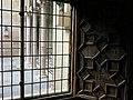 054 Generalitat de Catalunya, capella de Sant Jordi, finestral.JPG
