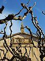 109 Sant Feliu d'Alella, frontó al capdamunt de la façana amb l'escut del poble.jpg