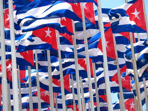 Flags of Cuba in La Habana Español: Banderas d...