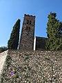 138 Muralla de la Força, a la base de l'església de Sant Pere de Vilamajor, amb la Torre Roja.jpg