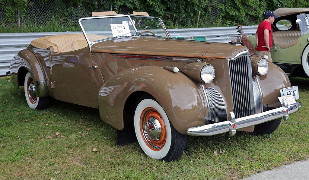 Concours D Elegance >> File:1940 Packard 120 Darrin Convertible, Lime Rock.jpg