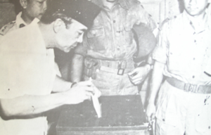 Indonesian legislative election, 1955 - President Sukarno casting his vote on polling day